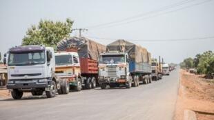 000_97K2C3 Benin camions