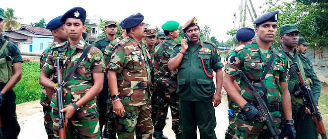 نیروهای پلیس سریلانکا، پس از حمله به خانه پناهگاه تروریستها در شهر کالمونای در شرق این کشور که در روز  شنبه ٧ اردیبهشت / ٢٧ آوریل ٢٠۱٩ به وقوع پیوست، تمامی محلات اطراف را زیر نظر گرفتند.