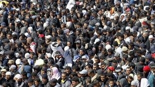 Des migrants tunisiens à leur arrivée à Lampedusa.