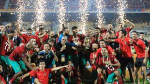 L'équipe du Maroc célèbre sa victoire (2-0) en finale du Championnat d'Afrique des nations (CHAN) face au Mali, le 7 février 2021 à Yaoundé (Cameroun)