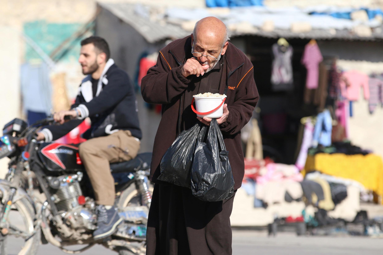 Phân phát lương thực tại một khu vực do phe nổi dậy kiểm soát ở Aleppo, ngày 06/11/2016