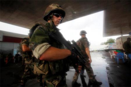 French troops patrol northern Abidjan.