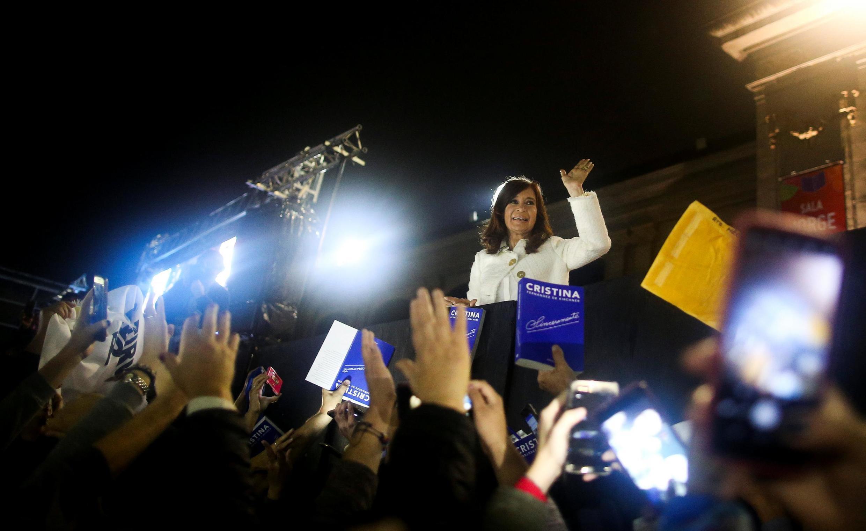 """A ex-presidente argentina Cristina Kirchner durante o lançamento de seu livro """"Sinceramente"""", na Feira Internacional do Livro de Buenos Aires, em 9 de maio de 2019."""