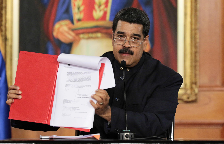 """O presidente da Venezuela, Nicolás Maduro, convocou nesta segunda-feira uma Constituinte """"popular"""" para redigir uma nova Carta Magna."""