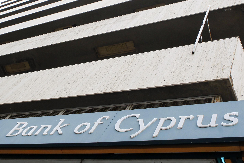 Os correntistas que tinham aplicado mais de 100 mil euros (260 mil reais) no Banco do Chipre vão ficar sem uma parte do seu dinheiro.