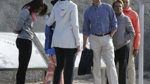 奥巴马一行在罗本岛采石场