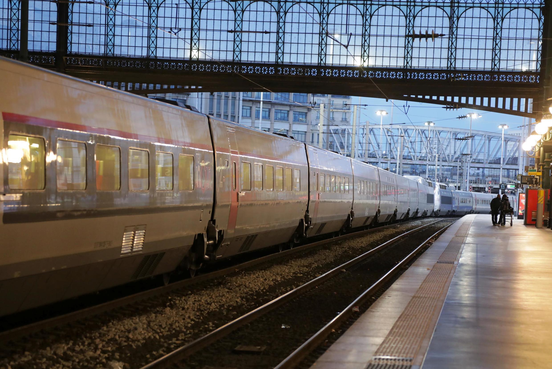 سکوی ایستگاه راه آهن «شمال» در پاریس که به سبب اعتصابِ کارکنان کاملاً خالی از مسافر و رفت و آمد است