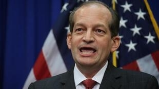 O secretário do Trabalho Alexander Acosta durante uma coletiva de imprensa em Washington