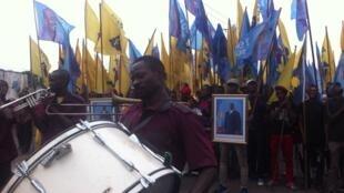 Les cortèges de militants du président Kabila se mettent en ordre de marche sur l'avenue Kasavubu, à Kinshasa, le 4 juin 2016.