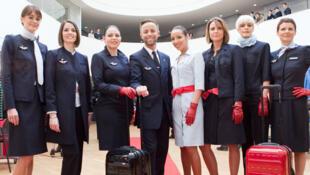Comissárias de bordo da Air France contestaram o uso obrigatório do véu islâmico na rota Paris-Teerã