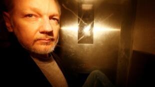 Julian Assange deixa o tribunal de Southwark, no sul de Londres, nesta quarta-feira 1 de Maio de 2019.