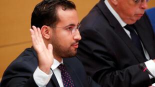 Alexandre Benalla, prestando juramento na comissão especial do Senado a 19 de setembro de 2018.