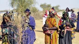 Au camp de Goudebou, au Burkina Faso, les 1 030 réfugiés maliens qui se sont fait recenser attendent toujours leurs cartes électorales.