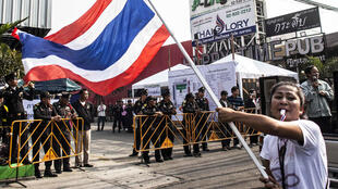 Người biểu tình chống chính phủ phong tỏa một địa điểm bỏ phiếu tại Bankok ngày 26/01/2014.