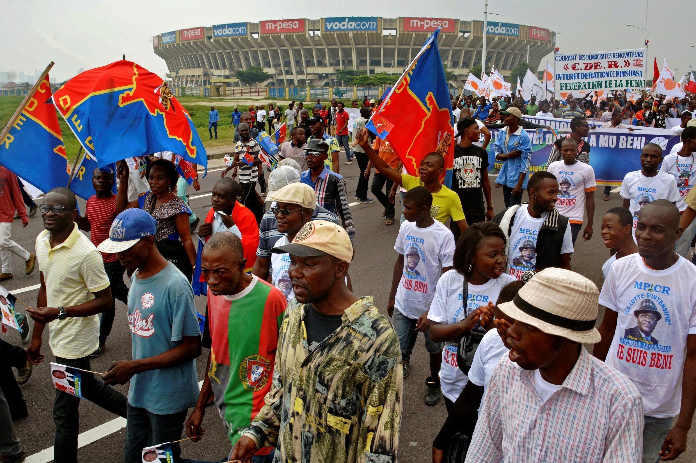 Wafuasi wa vyama vya Upinzani wakiandamana mei 26 mjini Kinshasa.