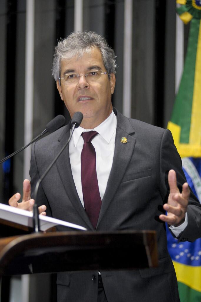 Jorge Viana, do PT do Acre, é o novo presidente do Senado.