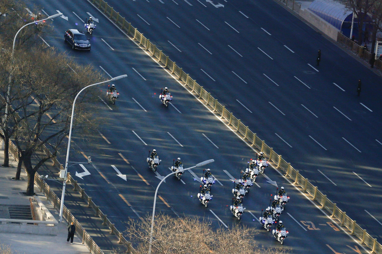 金正恩專車在護衛下進入北京