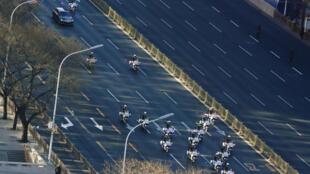 金正恩专车在护卫下进入北京