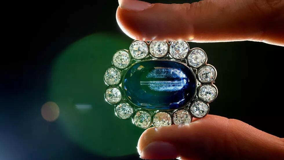 2021_05_13 Napoleon's daughter's jewellery sold at auction