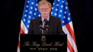 Cố vấn an ninh quốc gia của tổng thống Mỹ, John Bolton, tại buổi họp báo ở Jerusalem, Israel, ngày 22/08/2018.