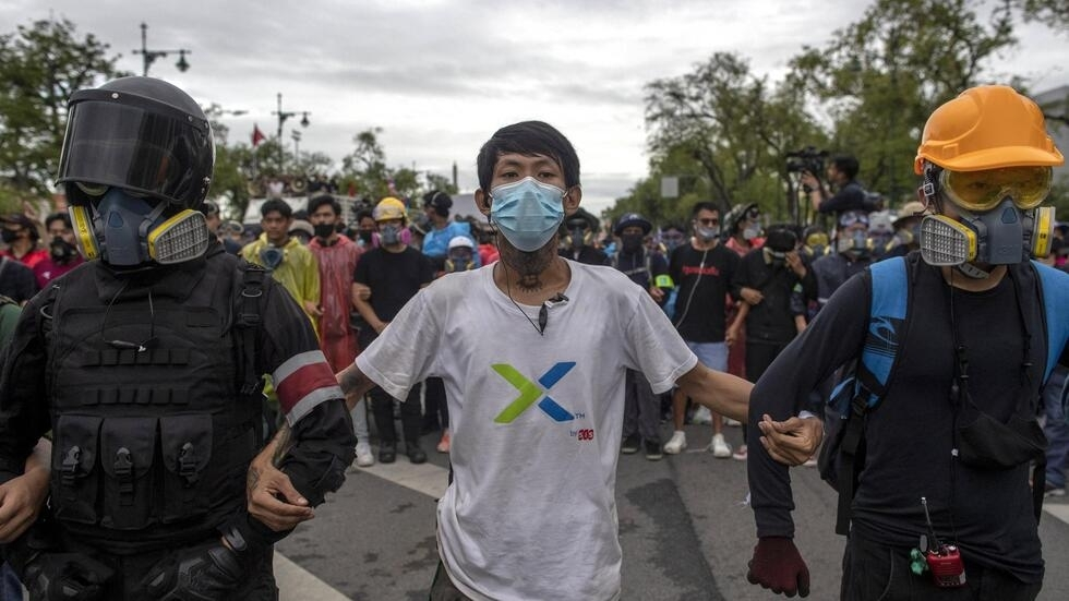 泰国大学生2020年9月20日在王宫前示威要求民主政治改革。