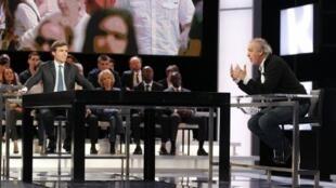 Lors de l'émission « Des paroles et des actes » sur France 2, le 11 avril 2012.