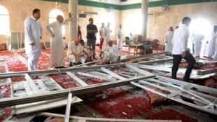 """مسجد """"امام علی"""" در روستای """"القدیح"""" در شرق عربستان، پس از سوءقصد انتحاری."""