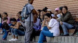 Venezuelanos chegam aos milhares a Roraima, no Norte do Brasil