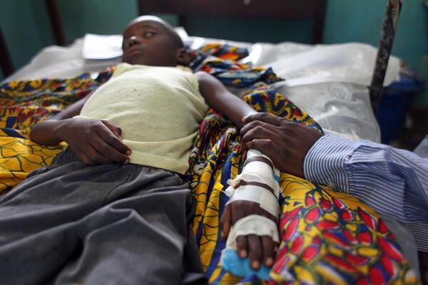 Criança em coma devido ao paludismo