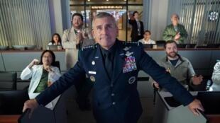 """Steve Carell, caricature réussie d'un général américain, dans la nouvelle série """"Space Force""""."""
