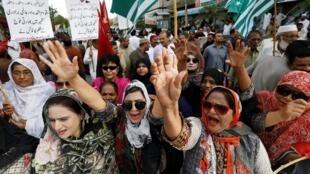 巴基斯坦人集會抗議印度廢克什米爾自治地位2019年8月6日卡拉奇