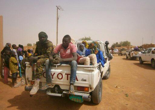 Des migrants qui se trouvaient dans le désert secourus par les autorités nigériennes et ramenés à Arlit. (photo d'illustration)