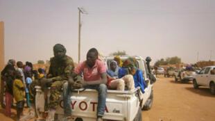 Des migrants qui se trouvaient dans le désert secourus par les autorités nigériennes et ramenés à Arlit.