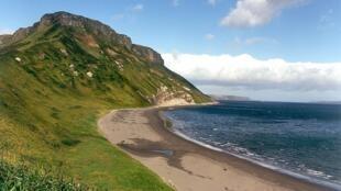 Một hòn đảo do Nga kiểm soát tại vùng quần đảo Kuril, vốn là cái gai trong quan hệ Nhật-Nga.