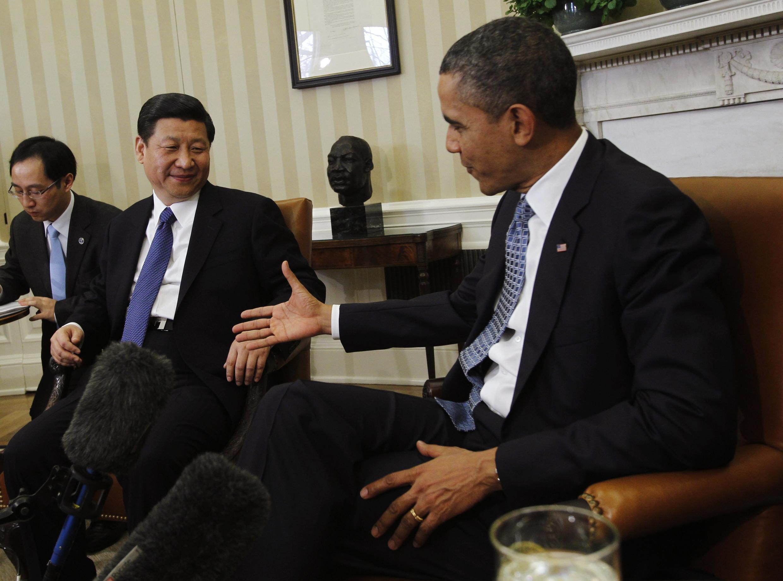 Tổng thống Barack Obama (phải) chuẩn bị bắt tay phó chủ tịch Trung Quốc Tập Cận Bình, Nhà Trắng, Washington, 14/02/2012
