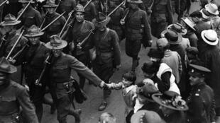 Soldats américains dans les rues de Londres en août 1917.