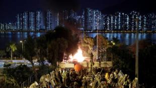 Manifestantes na Universidade chinesa em Hong Kong, a 15 de novembro de 2019.