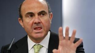 O ministro da Economia espanhol, Luis de Guindos, durante pronunciamento em Madri.
