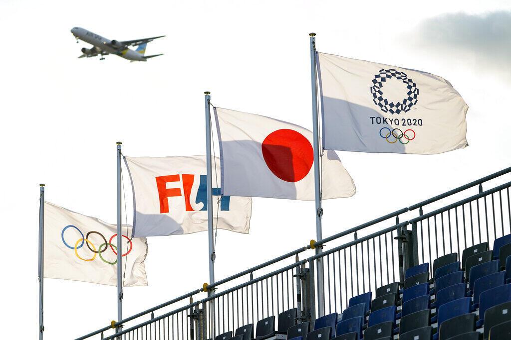 Máy bay đang hạ cánh xuống phi trường Haneda , gần một sân thi đấu khúc côn cầu Olympic Mùa Hè Tokyo 2020, Tokyo, Nhật Bản, ngày 22/07/2021.