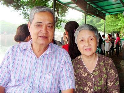 Nhạc sĩ Thanh Sơn và vợ, bà Lê Thị Hương(DR)