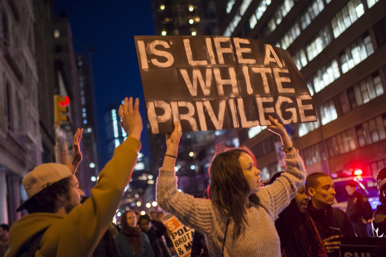 Lors des marches de la Fête du travail, l'affaire de Baltimore a été le prétexte pour rappeler que tous les citoyens américains sont égaux devant la loi, New York le 1er mai 2015.