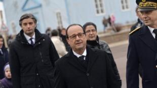 O presidente francês, François Hollande, durante visita à Saint-Pierre-et-Miquelon, território francês localizado perto do Canadá, no dia 23 de dezembro de 2014.