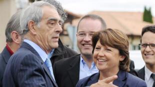Henri Emmanuelli (g.) et Martine Aubry à la Fête de la rose à Soustons dans les Landes, en septembre 2010.