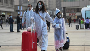 Pessoas bloqueadas em Wuhan desde 23 janeiro, devido ao isolamento da cidade imposto pelo governo, podem voltar para suas casas a partir desta quarta-feira (8).