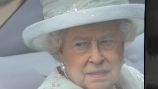 A Rainha Elizabeth II da Inglaterra chega nesta terça-feira à Catedral de St. Paul, em Londres, para o quarto dia de comemorações de seu Jubileu de Diamante.