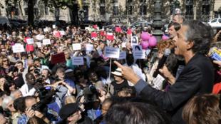 Bernard-Henri Lévy speaks at a rally in support of Iranian woman Sakineh Mohammadi Ashtiani