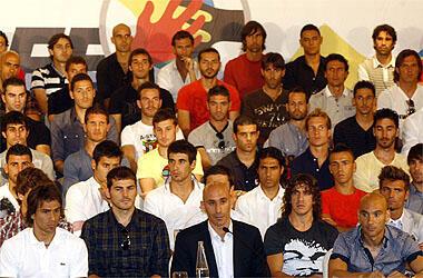 نمایندگان فوتبالیت های حرفه ای اسپانیا در جلسۀ سندیکای فوتبالیست های اسپانیایی