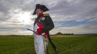 Encenação da batalha de Waterloo sob o comando de Napoleão Bonaparte faz parte das comemorações.
