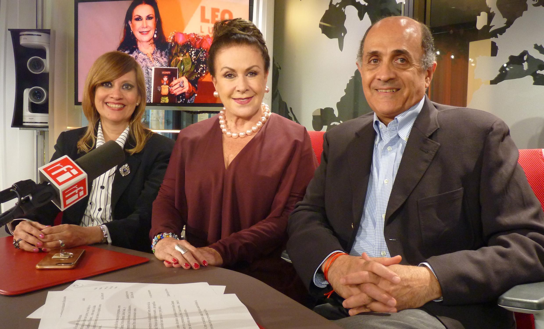 Laura Zapata (centro), la Condesa Flor María Muñoz Gambirasio d'Asseux y Alexander Naimé, director de la Casa de México de París.