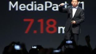 Richard Yu, portavoz del operador chino Huawei, presenta el MediaPad X1 en Barcelona el 23 de febrero de 2014.